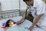 Mảnh kính ở trường học đâm vào ngực, nữ học sinh ở Hà Nội bị tràn máu màng phổi nặng