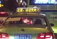 Cãi nhau khiến vợ tức giận bỏ đi, chồng thuê 600 chiếc taxi làm điều này để mong cô quay về