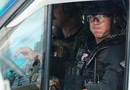 Đội mật vụ Mỹ bảo vệ Tổng thống Donald Trump gây ấn tượng mạnh vì cao to, đẹp trai