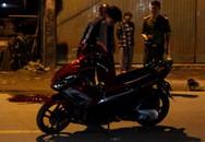 Vợ gào khóc bên thi thể chồng bị tai nạn vào giữa đêm ở Sài Gòn