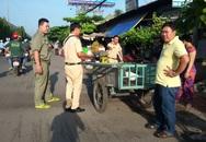 TP.HCM: Va quẹt với xe ba gác, một người bị xe tải cán chết