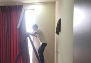 Chủ nhà Hà Nội ngỡ ngàng phát hiện thợ lắp rèm vào nhầm nhà mình