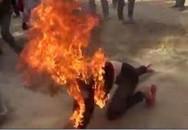 Chồng đổ xăng đốt vợ sau bản án ly hôn