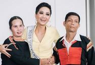 Xúc động hình ảnh lam lũ của bố mẹ H'hen Niê sau hào quang Top 5 Hoa hậu Hoàn vũ