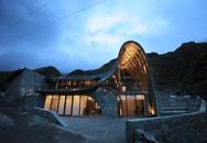 Ngôi nhà dột nát ẩn sâu trong núi gây sốc khi biến thành một công trình độc đáo, đẹp như mơ sau cải tạo