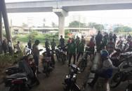 Hàng trăm người đứng xem xác chết nam thanh niên 24 tuổi, giao thông kẹt cứng trên cầu Sài Gòn