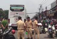 Quốc lộ 13 tê liệt vì xe khách cán chết người phụ nữ