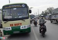 Va chạm với xe buýt, một phụ nữ chạy xe máy tử vong