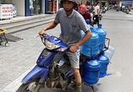 Khan hiếm, loạn giá nước đóng chai tại Hà Nội