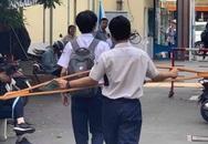 Pha lừa đảo ngoạn mục của cậu học sinh: Sáng chống nạng đi học, chiều đã catwalk điệu nghệ như siêu mẫu