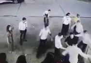 Xôn xao clip khách đến hát bị nhân viên quán karaoke đánh hội đồng