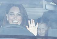 Lý do Kate - William đi xe riêng tới tiệc của Nữ hoàng