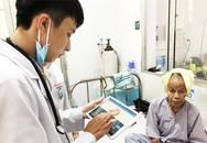 Bệnh nhân tròn mắt nhìn bác sĩ 'chấm, lướt' iPad khi khám bệnh