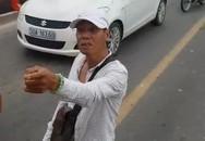 Hà Nội: Thanh niên chặn đầu xe bus giữa cầu Chương Dương, rút hung khí đe dọa bắt lái xe phải lùi để nhường đường