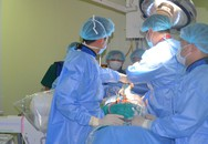 Bệnh viện đầu tiên của Hà Nội dùng robot phẫu thuật vẹo cột sống, chỉnh gù