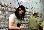 Chợ Ninh Hiệp, Hà Nội: Đồng hồ, kính mắt, quần áo giả thương hiệu nổi tiếng được bán theo... cân