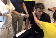 Giải cứu du khách người Pháp định nhảy lầu khách sạn tự tử