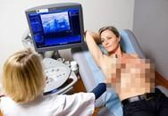Bị chẩn đoán mắc ung thư vú, 2 bà mẹ hối hận vì đã bỏ qua dấu hiệu quan trọng này khi cho con bú