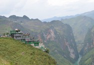 Công trình sai phạm Panorama bất ngờ phủ xanh trên đèo Mã Pí Lèng, địa phương nói phải chờ xử lý