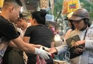 Khu chợ độc nhất Hà Nội: Mở vài tiếng bán hàng trăm cân cá kho, trời lạnh càng hút khách