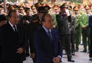 Người dân thôn Hoành đến viếng 3 chiến sĩ hy sinh tại Đồng Tâm