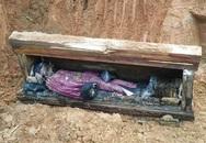 Đào đất làm nhà, công nhân xây dựng phát hiện chiếc quan tài, các nhà khoa học cũng bất ngờ khi chứng kiến điều khó tin bên trong