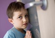 Cha mẹ nên làm gì khi con bắt gặp đang 'làm chuyện tế nhị'?