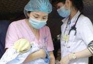 Bác sĩ vượt 300 km giúp bé trai 7 ngày tuổi chuyển viện