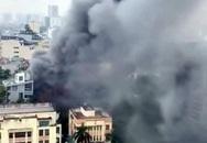 Hà Nội: Cháy lớn tại quán lẩu nổi tiếng trên phố Dịch Vọng Hậu, cột khói bốc cao hàng chục mét