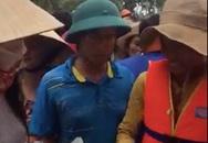 Thủy Tiên, Công Vinh phát tiền cho người dân Quảng Bình đến tối muộn