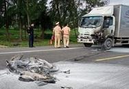 Xe tải tông xe máy rồi bốc cháy, 1 người tử vong