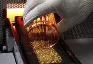 Nhà đầu tư ồ ạt bán vàng, đổ tiền vào chứng khoán