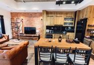 Vợ chồng Hà Nội chi 600 triệu đồng làm căn hộ ưu tiên nội thất gỗ
