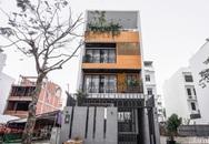 Căn nhà phố tạo ấn tượng mạnh mẽ với vẻ đẹp sang trọng từ màu của gỗ ở quận 7, Sài Gòn