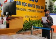 Sử dụng công nghệ AI để đón tiếp người nghèo đến nhận gạo từ thiện tại Hà Nội