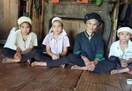 Bố mẹ chết thảm sau một đêm, 3 chị em đau đớn đội khăn tang nương tựa vào bà nội 80 tuổi