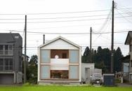 Ngôi nhà hai tầng nổi bật cả khu phố có hướng ngoảnh mặt ra giữa đồng lúa xanh tươi