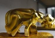 """Tuyệt phẩm """"trâu vàng khởi sinh"""" dát vàng 24k giá 10 triệu đồng hút khách chơi Tết"""