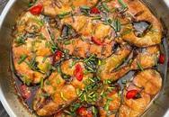 Cá hú kho tộ với đường dừa của Tăng Thanh Hà