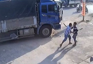 Bàng hoàng cảnh 2 tài xế đuổi chém nhau trên quốc lộ