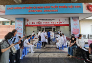 Hàng trăm y, bác sĩ, nhân viên y tế hiến máu cứu người trong mùa dịch