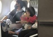 Hành động nhỏ của bé gái trên chuyến bay khiến cư dân mạng đồng loạt nhận định: Lớn lên sẽ thành người tử tế!