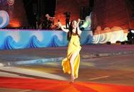 """Ca sĩ Hồ Quỳnh Hương """"cháy"""" hết mình tại Carnaval Hạ Long"""