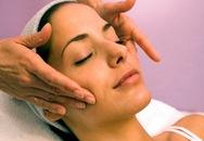 10 phút massage để xóa nếp nhăn