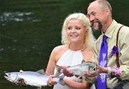 """Cận cảnh lễ cưới dưới sông """"độc nhất vô nhị"""""""