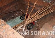 Kinh hoàng xe máy lao xuống hố công trình sâu hơn 2m