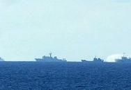 Đá, chai lọ từ tàu Trung Quốc ném sang tàu Việt Nam