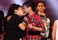 """Tranh luận dữ dội vì """"nụ hôn đồng giới"""" của Quang Anh"""