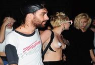 Nữ ca sĩ gây sốc khi gần như cởi trần đi dự tiệc