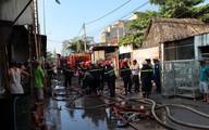 Xưởng in hàng trăm mét vuông cháy sau tiếng nổ